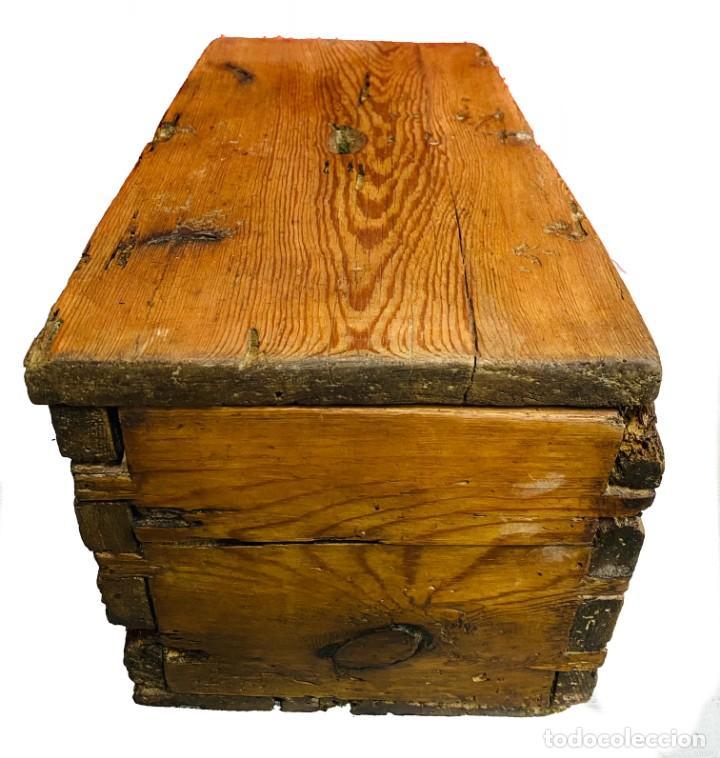 Antigüedades: Antiguo limosnero, hucha de iglesia, caja petitoria, arqueta, baúl. Siglo XVII, restaurada. 40x22x20 - Foto 4 - 246669875