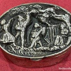 Antigüedades: BONITA CAJA PASTILLERO EN PLATA DE LEY.. Lote 246725445