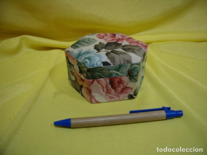 Antigüedades: Caja joyero cartón forrado tela por dentro y por fuera, años 80, Nuevo sin usar. - Foto 2 - 246738685