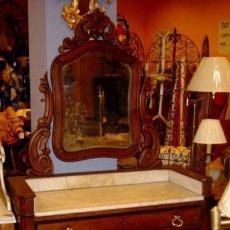 Antigüedades: COMODA TOCADOR ANTIGUA CON ESPEJO DITADO EN MADERA NOBLE. Lote 246919665