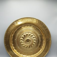 Oggetti Antichi: PLATO NUREMBERG ALEMAN LIMOSNERO O PETITORIO LATON BRONCE ANTIGUO S.XVIII. Lote 246989230