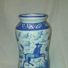 Antiquités: EXCEPCIONAL ANTIGUO GRAN TARRO ALBARELO CERÁMICA V. MORA MANISES 30CM. Lote 247011685