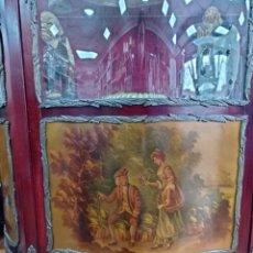 Antigüedades: MUEBLE VITRINA SIMILAR A NAPOLEON III IMAGENES ROMANTICAS, MARQUETEADO. CRISTAL ABOMBADO.. Lote 247051680