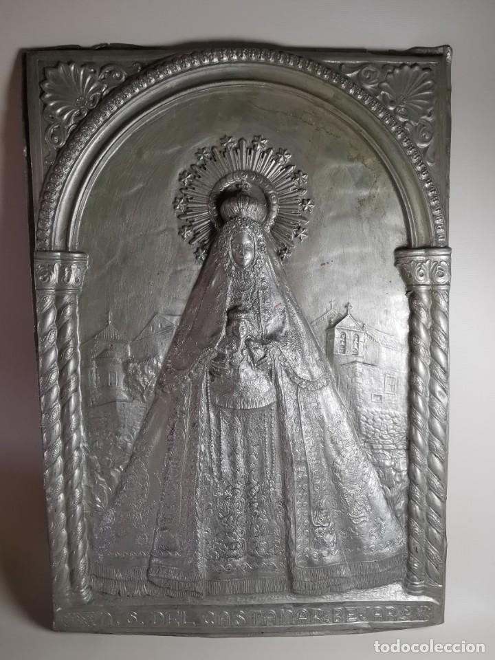 Antigüedades: CUADRO VIRGEN NUESTRA SEÑORA DEL CASTAÑAR-BEJAR -SALAMANCA-METAL CINCELADO Y REPUJADO.FIRMA MORERA. - Foto 2 - 247103550