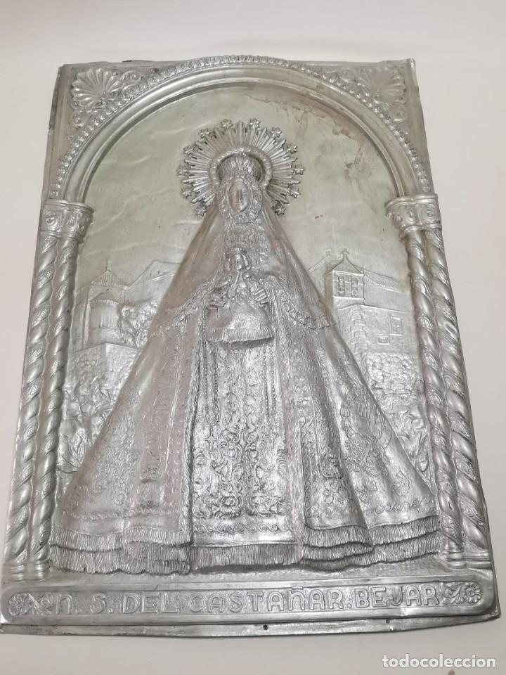 Antigüedades: CUADRO VIRGEN NUESTRA SEÑORA DEL CASTAÑAR-BEJAR -SALAMANCA-METAL CINCELADO Y REPUJADO.FIRMA MORERA. - Foto 4 - 247103550