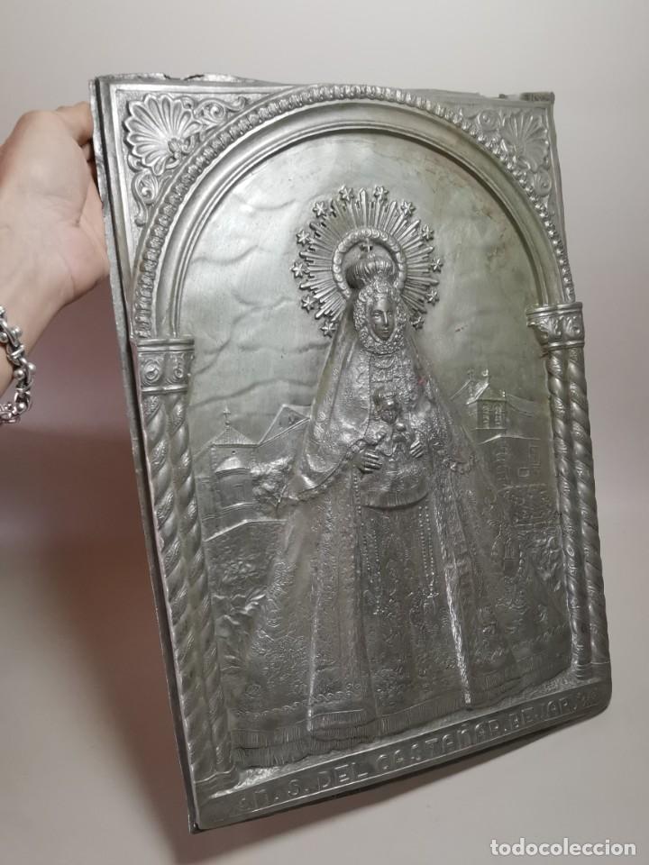 Antigüedades: CUADRO VIRGEN NUESTRA SEÑORA DEL CASTAÑAR-BEJAR -SALAMANCA-METAL CINCELADO Y REPUJADO.FIRMA MORERA. - Foto 5 - 247103550