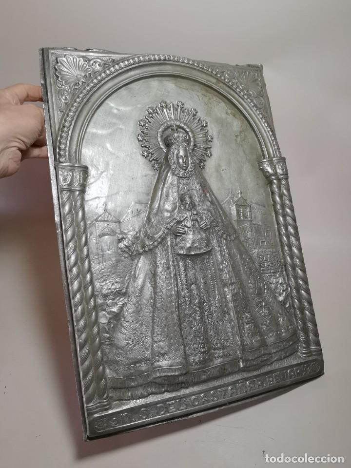 Antigüedades: CUADRO VIRGEN NUESTRA SEÑORA DEL CASTAÑAR-BEJAR -SALAMANCA-METAL CINCELADO Y REPUJADO.FIRMA MORERA. - Foto 6 - 247103550