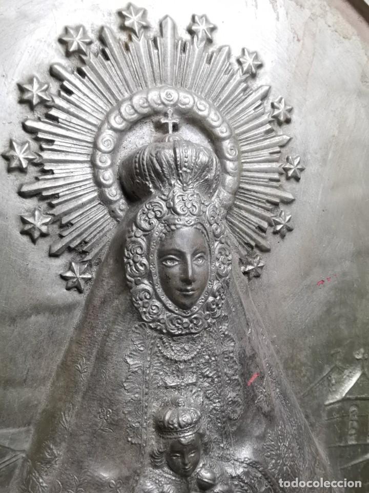 Antigüedades: CUADRO VIRGEN NUESTRA SEÑORA DEL CASTAÑAR-BEJAR -SALAMANCA-METAL CINCELADO Y REPUJADO.FIRMA MORERA. - Foto 9 - 247103550