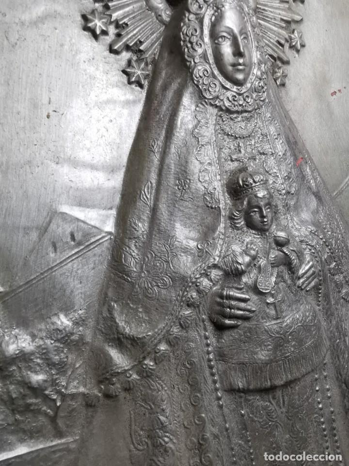 Antigüedades: CUADRO VIRGEN NUESTRA SEÑORA DEL CASTAÑAR-BEJAR -SALAMANCA-METAL CINCELADO Y REPUJADO.FIRMA MORERA. - Foto 11 - 247103550