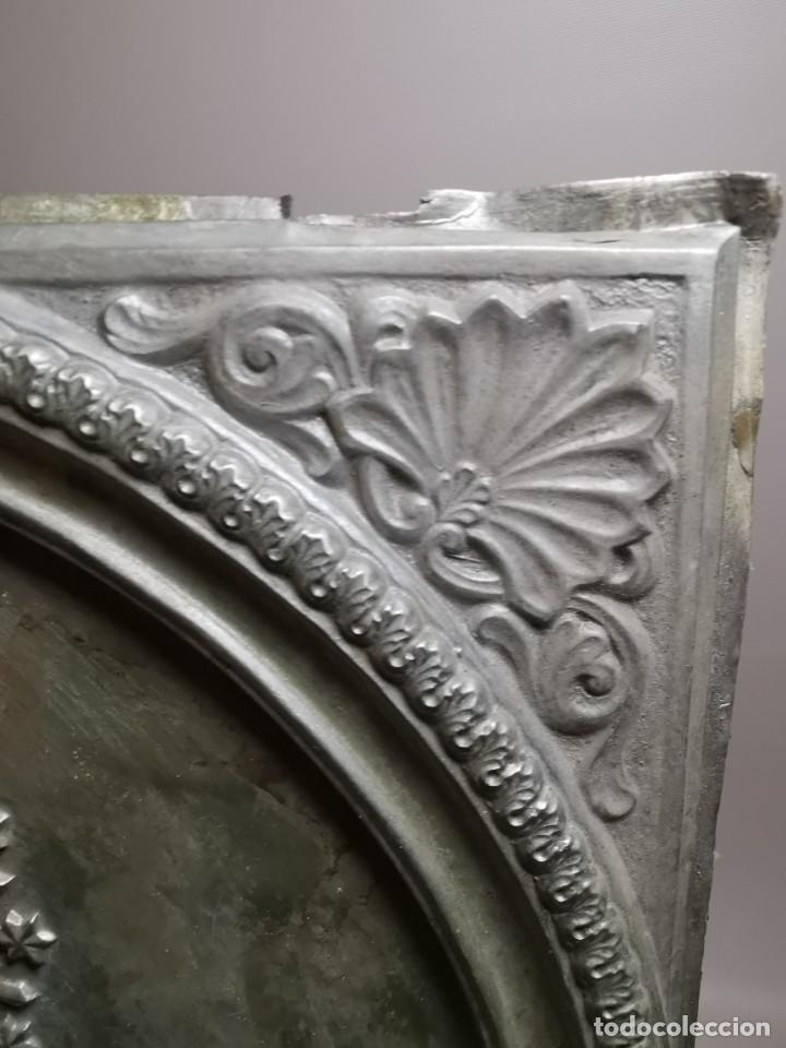 Antigüedades: CUADRO VIRGEN NUESTRA SEÑORA DEL CASTAÑAR-BEJAR -SALAMANCA-METAL CINCELADO Y REPUJADO.FIRMA MORERA. - Foto 21 - 247103550