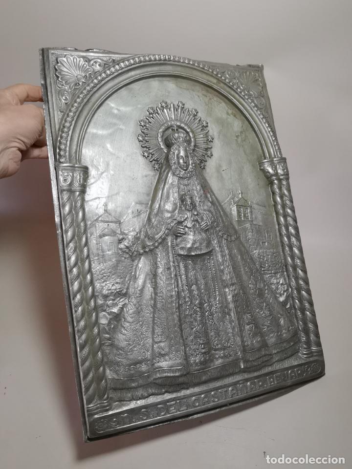 CUADRO VIRGEN NUESTRA SEÑORA DEL CASTAÑAR-BEJAR -SALAMANCA-METAL CINCELADO Y REPUJADO.FIRMA MORERA. (Antigüedades - Religiosas - Orfebrería Antigua)