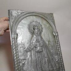 Antigüedades: CUADRO VIRGEN NUESTRA SEÑORA DEL CASTAÑAR-BEJAR -SALAMANCA-METAL CINCELADO Y REPUJADO.FIRMA MORERA.. Lote 247103550