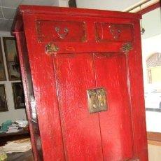 Antigüedades: ARMARIO SXIX. ALACENA ANTIGUA CHINA POLICROMADA EN ROJO. Lote 247117510