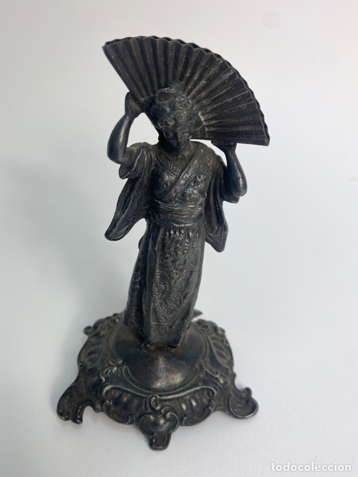 Antigüedades: PAREJA DE FIGURAS ORIENTALES EN METAL PLATEADO. FINALES S.XIX. - Foto 9 - 247145360