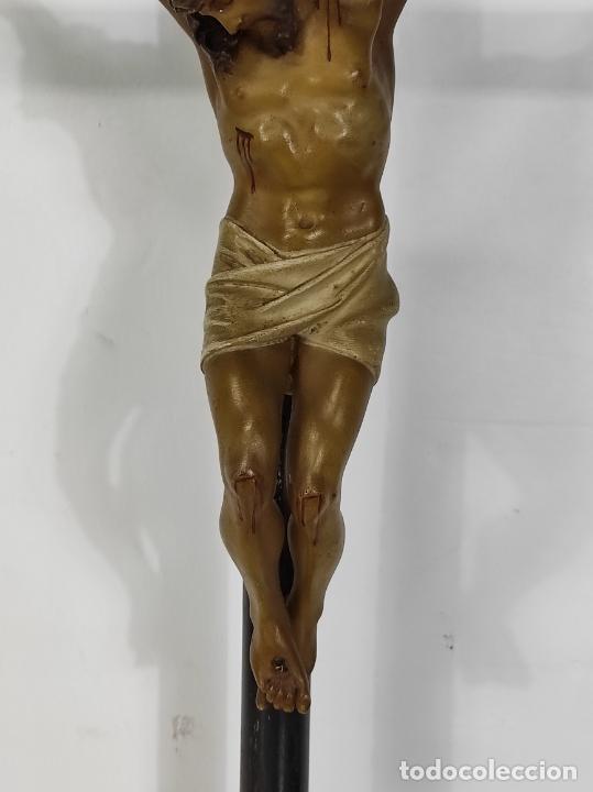 Antigüedades: Antiguo Crucifijo Sobremesa - Cristo a la Cruz - Talla Popular - Madera Policromada - S. XIX - Foto 5 - 287781138