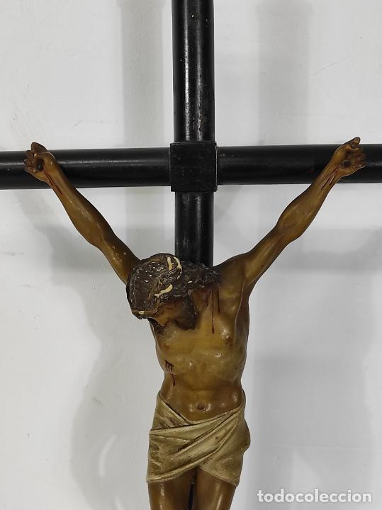 Antigüedades: Antiguo Crucifijo Sobremesa - Cristo a la Cruz - Talla Popular - Madera Policromada - S. XIX - Foto 6 - 287781138