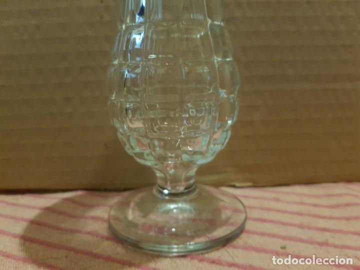 Antigüedades: Bonito y elegante florero en cristal italiano de los años 80 con su caja original. Italia - Foto 2 - 247244285