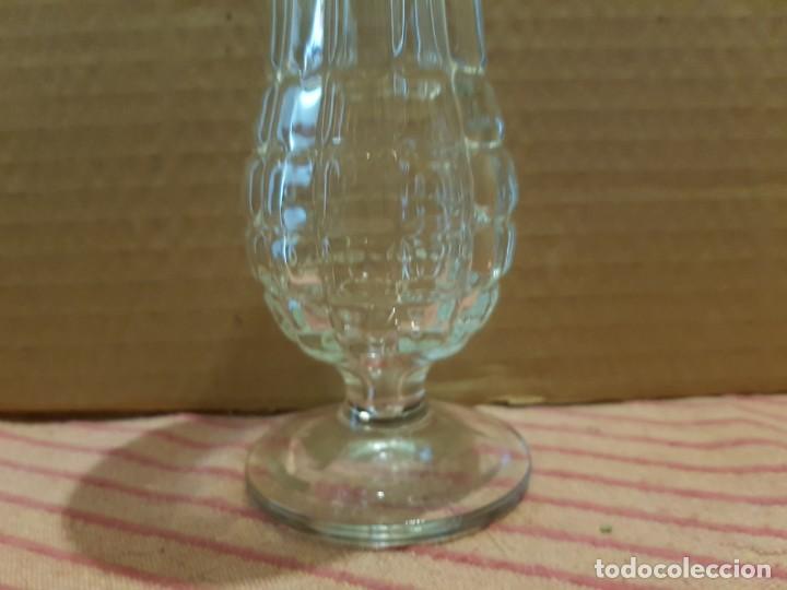 Antigüedades: Bonito y elegante florero en cristal italiano de los años 80 con su caja original. Italia - Foto 3 - 247244285