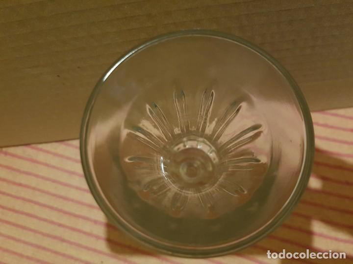 Antigüedades: Bonito y elegante florero en cristal italiano de los años 80 con su caja original. Italia - Foto 5 - 247244285