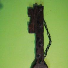 Antigüedades: ANTIGUO COLGADOR DE LLAVES DE MADERA. Lote 247259365