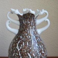 Antigüedades: JARÓN DE CRISTAL SOPLADO - CRISTAL BLANCO Y JASPEADO DE COLORES - OPALINA - MURANO - AÑOS 50. Lote 247312665