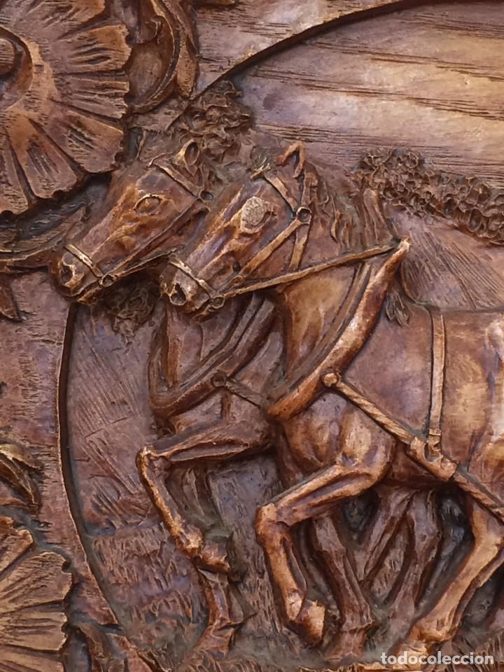 Antigüedades: PLATO TALLADO EN MADERA MOTIVO AGRICOLA - AÑOS 50- LABRANZA - Foto 2 - 247345905