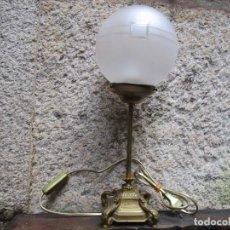 Antigüedades: ANTIGUO APLIQUE LAMPARA DECO DE SOBREMESA DESPACHO MESILLA. BRONCE, CABLEADO NUEVO + INFO. Lote 247390960