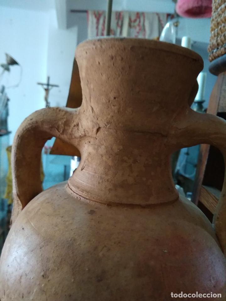 Antigüedades: Precioso y antiguo cántaro de barro de Calanda Teruel. Mide 30 cms de alto. - Foto 4 - 247494010