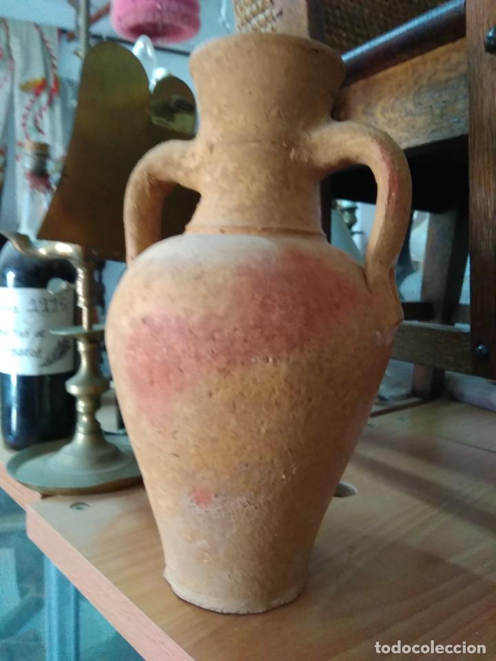 Antigüedades: Precioso y antiguo cántaro de barro de Calanda Teruel. Mide 30 cms de alto. - Foto 5 - 247494010