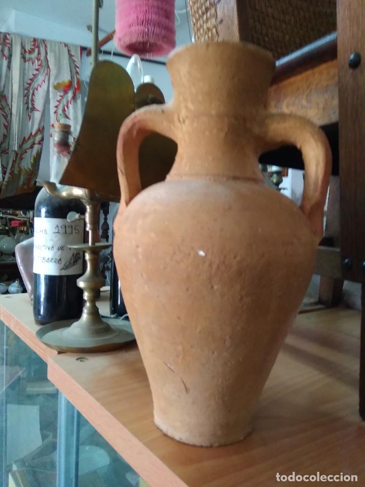 Antigüedades: Precioso y antiguo cántaro de barro de Calanda Teruel. Mide 30 cms de alto. - Foto 6 - 247494010