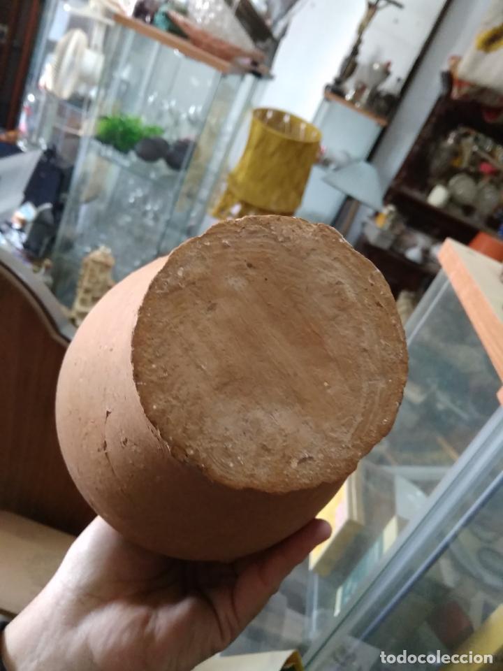 Antigüedades: Precioso y antiguo cántaro de barro de Calanda Teruel. Mide 30 cms de alto. - Foto 9 - 247494010