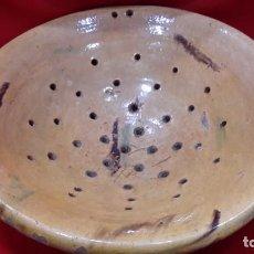 Antigüedades: USO EN COCINA. CERAMICA POPULAR. GRAN ESCURRIDOR.. Lote 247547050