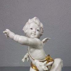 Antigüedades: ANGEL / QUERUBIN CON CERVATILLO DE PORCELANA ALGORA. AÑOS 70.PERFECTO ESTADO.ALTURA 25 CM.. Lote 247639560