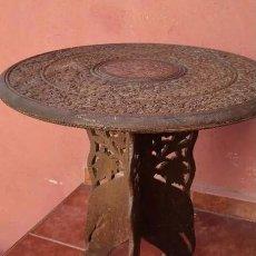 Antigüedades: MESA DE TÉ MARROQUÍ EN MADERA TALLADA Y TARACEA - ANTIGUA. Lote 247579010