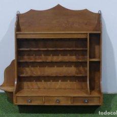 Antiquités: ESTANTERÍA EXPOSITOR PARA PIPAS DE FUMAR DE MADERA – SOLO RECOGIDA LOCAL. Lote 247653400