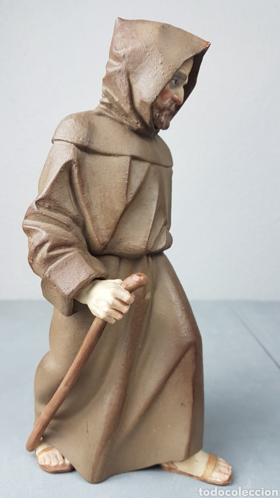 Antigüedades: Figura de porcelana Algora mate, representando monje o fraile recolector/ recogida de fruta en cesta - Foto 5 - 247730610