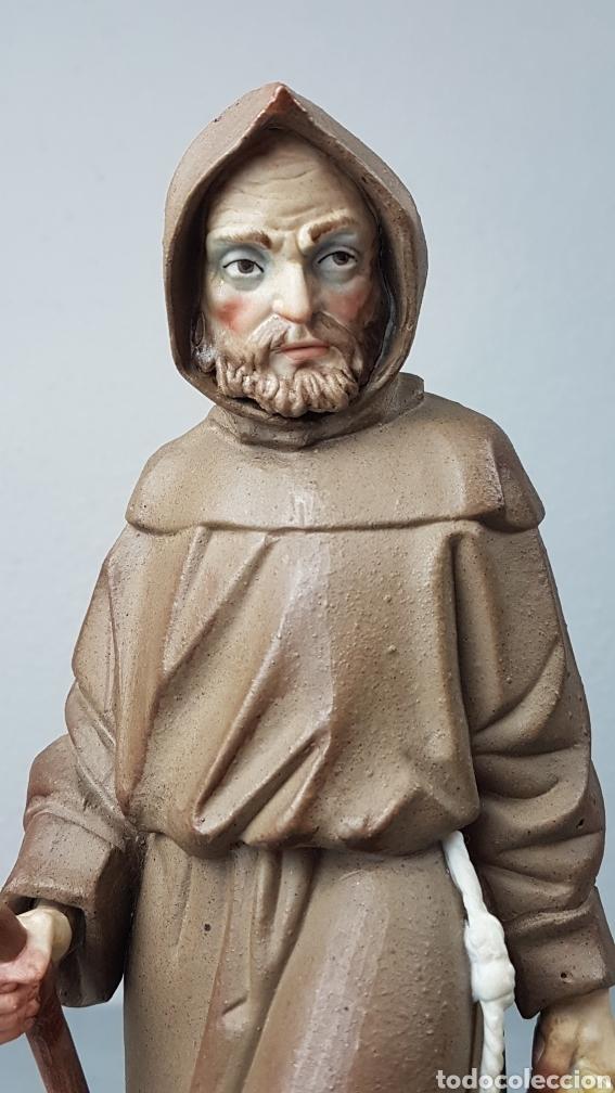 Antigüedades: Figura de porcelana Algora mate, representando monje o fraile recolector/ recogida de fruta en cesta - Foto 7 - 247730610