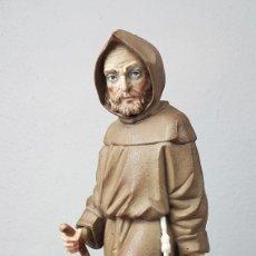 Antigüedades: FIGURA DE PORCELANA ALGORA MATE, REPRESENTANDO MONJE O FRAILE RECOLECTOR/ RECOGIDA DE FRUTA EN CESTA. Lote 247730610
