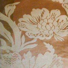 Antigüedades: ~~~~ PIEZA DE SEDA BROCADA RAMEADOS FLORALES Y VEGETALES TONOS PASTEL, MIDE 200 X 142CM.~~~~. Lote 247804235