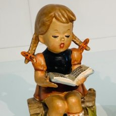 "Antigüedades: PORCELANA ERICH STAUFFER ""SINGING GIRL"" S8518. SELLADA. HUMMEL/GOEBEL. AÑOS 50. RARA. IMPECABLE.. Lote 247910575"