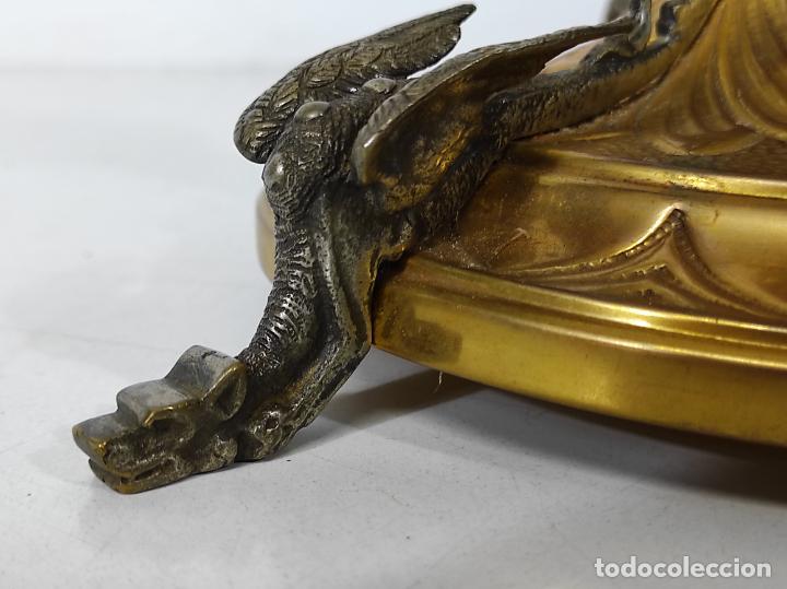 Antigüedades: Preciosa Custodia Neogótica - en Plata y Bronce Cincelado - con Caja Original - Altura 64 cm - S.XIX - Foto 7 - 247928685