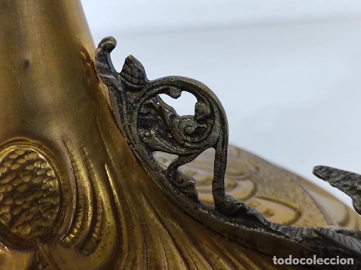 Antigüedades: Preciosa Custodia Neogótica - en Plata y Bronce Cincelado - con Caja Original - Altura 64 cm - S.XIX - Foto 8 - 247928685