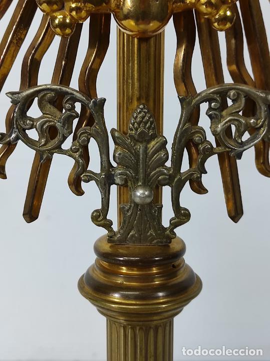 Antigüedades: Preciosa Custodia Neogótica - en Plata y Bronce Cincelado - con Caja Original - Altura 64 cm - S.XIX - Foto 16 - 247928685