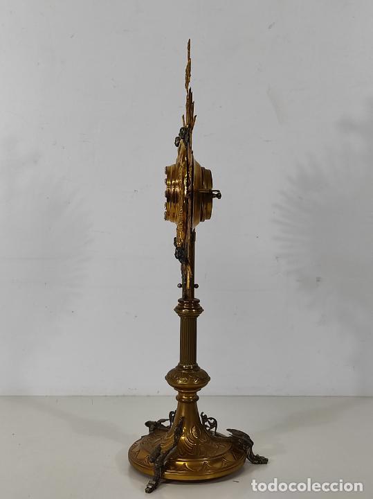 Antigüedades: Preciosa Custodia Neogótica - en Plata y Bronce Cincelado - con Caja Original - Altura 64 cm - S.XIX - Foto 29 - 247928685
