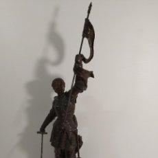 Antigüedades: ESPECTACULAR FIGURA DE JUANA DE ARCO EN CALAMINA. Lote 247985230