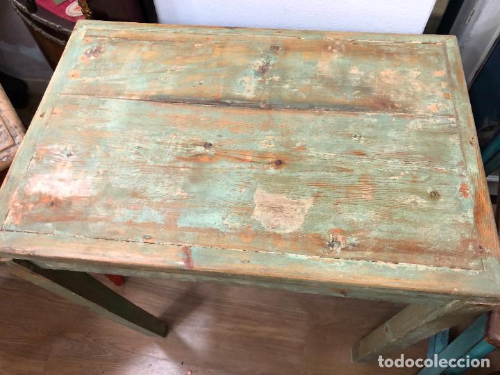 Antigüedades: ANTIGUA Y PRECIOSA MESA RUSTICA DE PINO Y COLORES ORIGINALES - MEDIDA 60X40X72 CM - VINTAGE - Foto 10 - 248000940