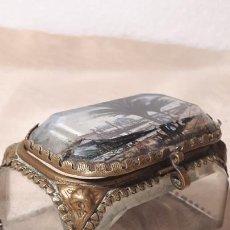 Antigüedades: CAJITA DE CRISTAL BISELADO Y METAL. Lote 248022105