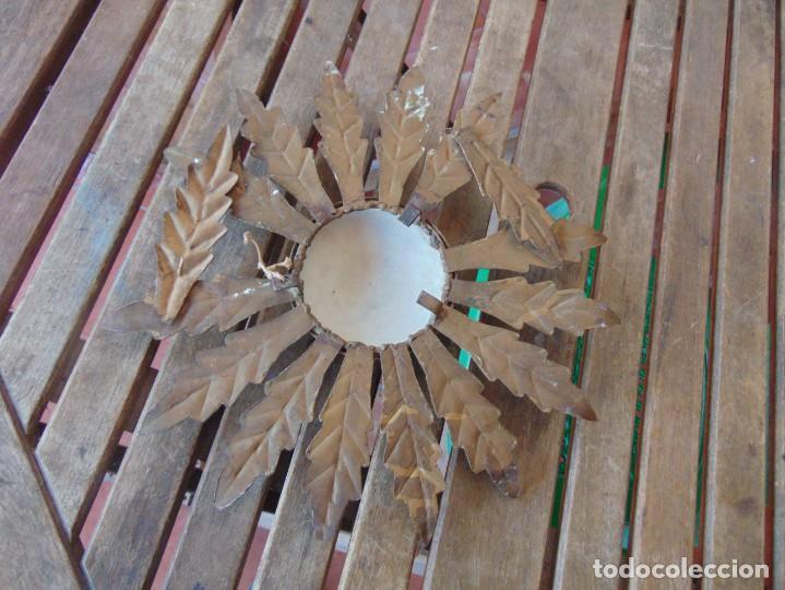 Antigüedades: LAMPARA DE TECHO TIPO SOL CON HOJAS EN METAL POLICROMADAS EN DORADO ESTA REPINTADA - Foto 10 - 248041305