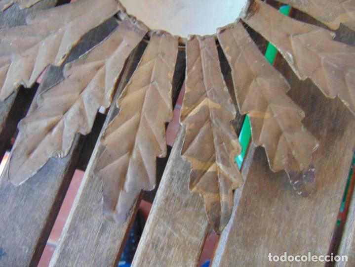 Antigüedades: LAMPARA DE TECHO TIPO SOL CON HOJAS EN METAL POLICROMADAS EN DORADO ESTA REPINTADA - Foto 13 - 248041305