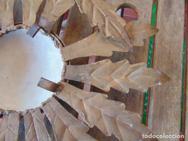 Antigüedades: LAMPARA DE TECHO TIPO SOL CON HOJAS EN METAL POLICROMADAS EN DORADO ESTA REPINTADA - Foto 14 - 248041305
